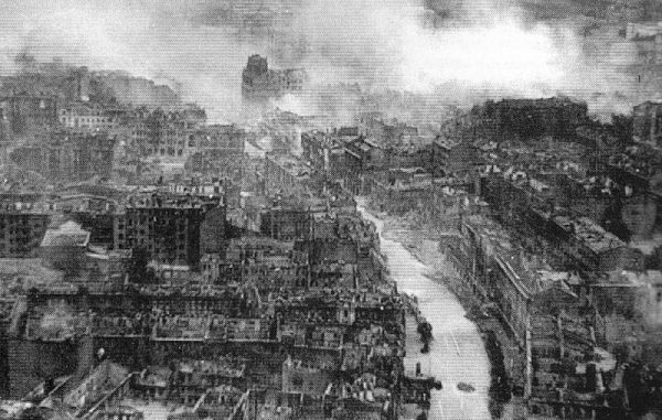 800px-Ruined_Kiev_in_WWII